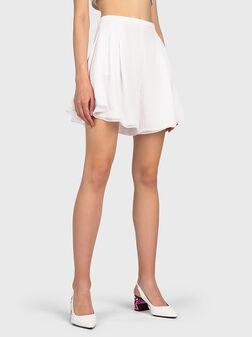 Къс панталон в бял цвят - 1