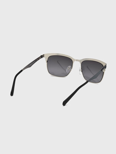 Sunglasses with accent frames - 5