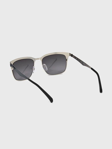 Sunglasses with accent frames - 3