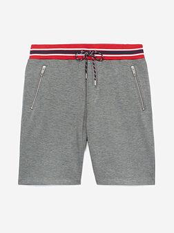 Къси панталони с контрастна талия - 1