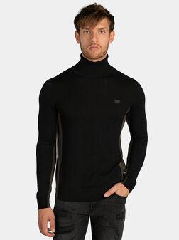Двуцветен пуловер с поло яка - 1