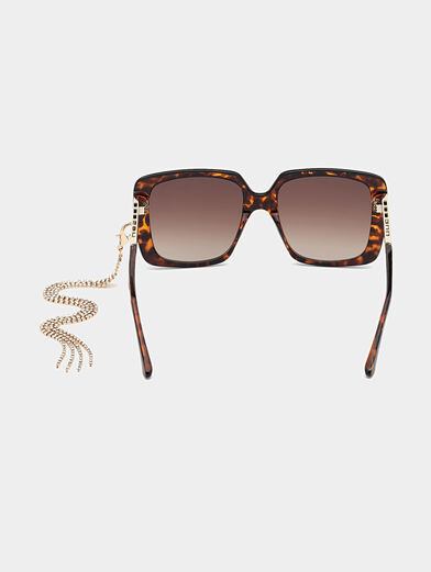 Sun glasses with brown frames and metal detail - 4