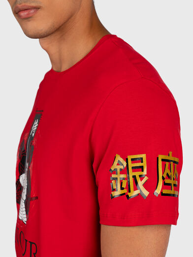 Red T-shirt with contrasting prints - 6