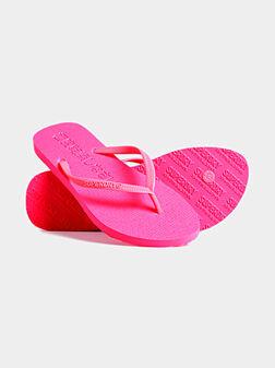 Плажни чехли в неоново розово - 1