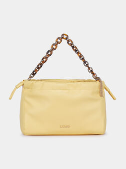 Чанта в жълт цвят с акцентна дръжка - 1