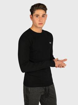 Пуловер с метална лого плочка - 1