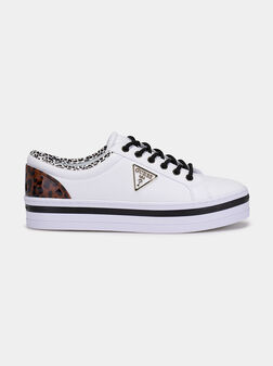 Sneakers with accentuating details - 1
