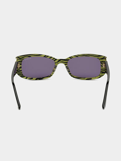 Sun glasses with black frames and logo detail - 4