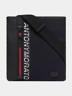 Кросбоди чанта с лого надпис - 1